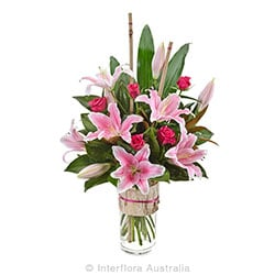ALLEGRA Large bouquet of oriental lilies and roses in a glass vase AUS 800