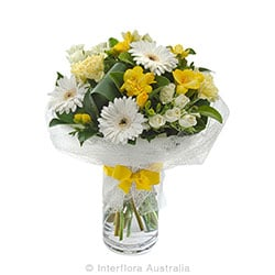 SUNSHINE Mixed posy in a glass vase AUS 802